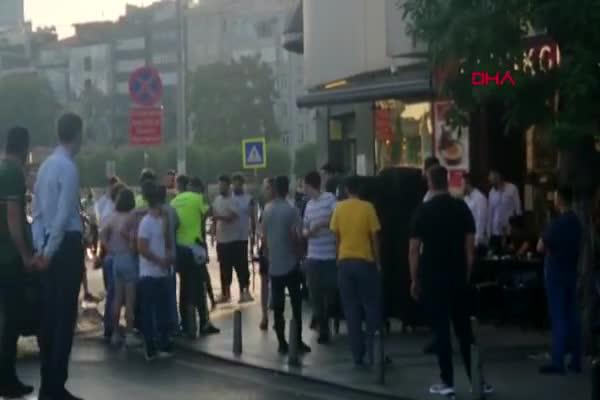 Taksim'de kadınlar saç saça baş başa kavga etti!