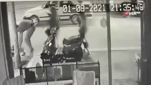 Bursa'da motosikletli ve oğlunun yaralandığı kaza kamerada