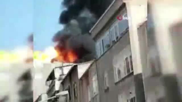 İstanbul'da çatı katında korkutan yangın! Patlamaya neden oldu