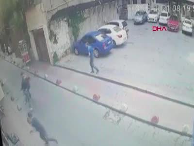 İstanbul Beyoğlu'nda 1 kişinin öldüğü silahlı kavga kamerada