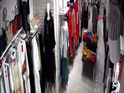 İstanbul'da alışveriş yapan turistin cüzdanını böyle çaldılar