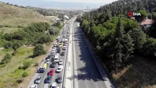 Bursa'da ana yolu trafiğe kapatıp tellere bakım yaptılar