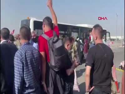 Afganistan Kabil'den Türkleri getiren uçak, İstanbul Havalimanı'na indi!