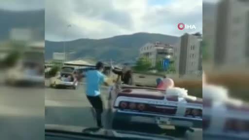 Bursa'da otomobilin peşini bırakmayan çocuk, damadı çıldırttı