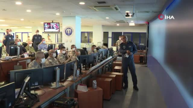 Milli Savunma Bakanı Akar, Asos bölgesine düzenlenen hava operasyonunu yönetti