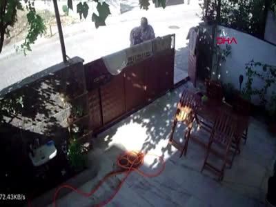 Aydın Kuyucak'ta 71 yaşındaki yaşlı adam, komşusunu hastanelik etti