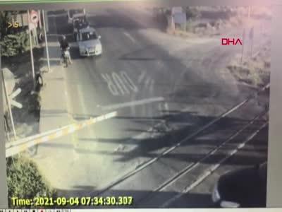 Tekirdağ'da korkunç kaza! Tren minibüse çarptı (Kaza anları)