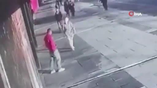 Eski eşi barışmayı reddedince sokak ortasında 10 yerinden bıçakladı