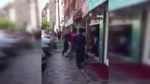 Bursa'da yabancı uyrukluların tekme tokat müşteri kavgası kamerada!