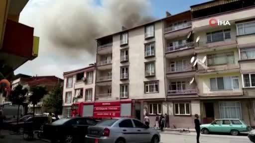 Bursa'da salça yaparken apartmanda yangın çıktı