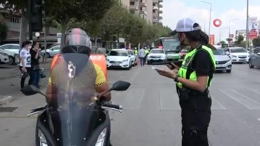 Bursa'da polis ekipleri motosiklet sürücülerini denetledi