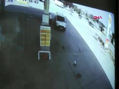 Bursa'da kamyonetle motosiklet çarpıştı! 1 yaralı