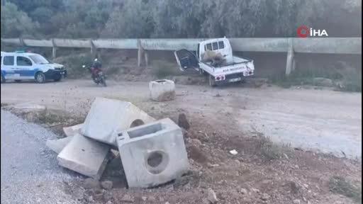 Bursa İznik'te kontrolden çıkan kamyonet sulama kanalına çarptı