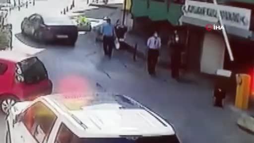 Bursa'da dengesini kaybeden adamın 3. kattan düşme anı kamerada