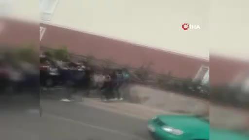 Bursa'da okul önünde arbede! Savaş alanına döndü