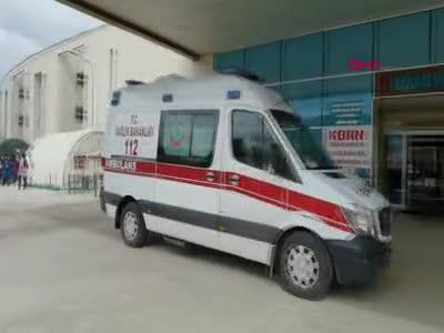 Bursa'da otomobil bariyere saplandı, sürücü ve kızı ölümden döndü