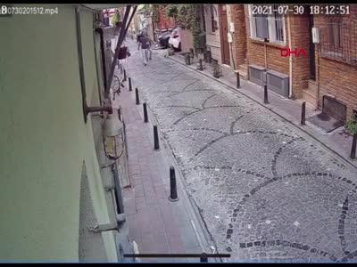 Sinemasal kurucusu Enes Kaya'ya sokak ortasında silahlı saldırı!