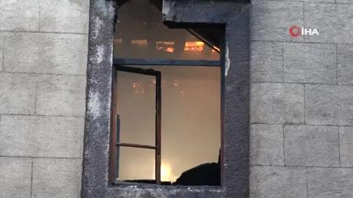 Bursa'da metruk binada yangın!