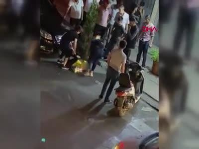 İstanbul Bağcılar'da bir anne kızını sokak ortasında dövdü