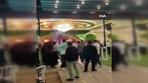 Bursa'da ilginç düğün! Düğün alanına kamyon lastiğiyle geldiler