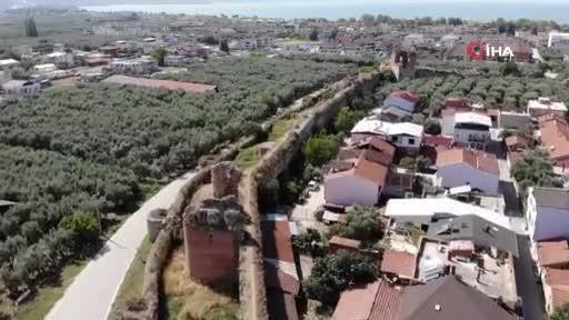 Bursa'da 2500 yıllık surlar ortadan ayrıldı, yıkılma tehlikesiyle karşı karşıya