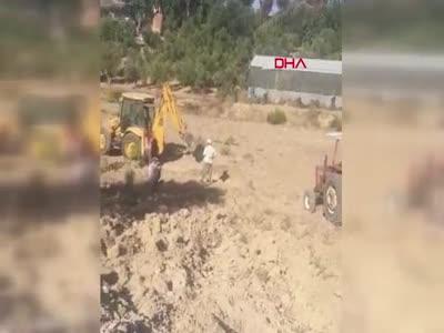 Antalya'da iki kardeş traktörle 60 yaşındaki ablalarını ezmeye çalıştı