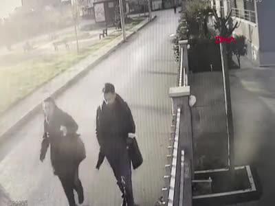Bursa'da boşanma aşamasındaki eşini silahla öldüren sanık hakim karşısında