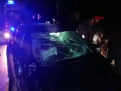Tokat'ta kaya parçası arabaya saplandı