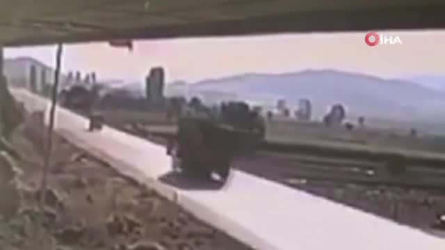 Tırla, traktörün çarpıştığı kaza anı güvenlik kamerasında