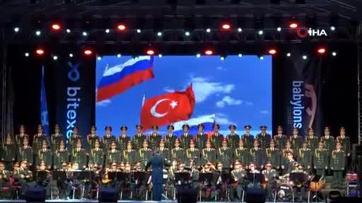 Haluk Levent ve Rus Kızılordu Korosu Bursa'da sahne aldı