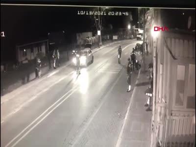 İstanbul Avcılar'da polise silahlı saldırı anı kamerada